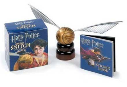 Kit: Harry Potter - Golden Snitch and Sticker Book