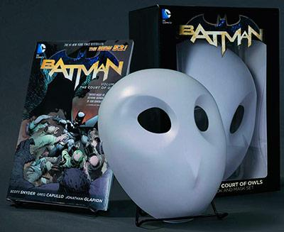 Batman Vol 1: The Court of Owls Book and Mask Set