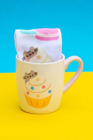 Pusheen Sock in a Mug Gold Cupcake