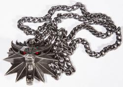 The Witcher 3 Wild Hunt Medallion and Chain (LED Light-Up) Wolf